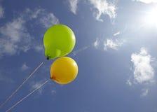 Balões nos céus foto de stock royalty free
