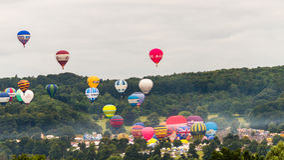 Balões que descolam em Bristol Balloon Fiesta C 2016 Imagens de Stock