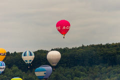 Balões que descolam em Bristol Balloon Fiesta D 2016 Fotografia de Stock Royalty Free