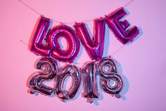 Balões que formam o amor da palavra e o número 2018 Fotografia de Stock