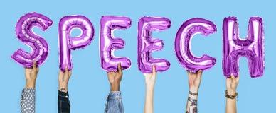 Balões roxos do alfabeto que formam o discurso da palavra fotografia de stock royalty free