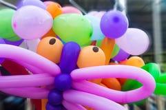 Balões sob a forma dos brinquedos na rua imagens de stock royalty free