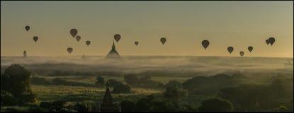 Balões sobre Bagan fotografia de stock
