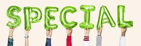 Balões verdes do alfabeto que formam a palavra especial fotos de stock royalty free