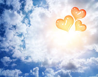 Balões vermelhos do coração no céu Fotografia de Stock Royalty Free