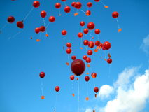 Balões vermelhos no céu Imagens de Stock