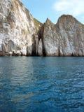Bal del ³ de San CristÃ: Isla de las Islas Galápagos de la roca del golpeador Imágenes de archivo libres de regalías