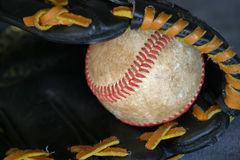 Bal en handschoen Stock Foto's
