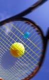 Bal en racket royalty-vrije stock afbeeldingen