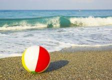 Bal op het strand Royalty-vrije Stock Foto