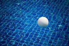 Bal in pool stock fotografie