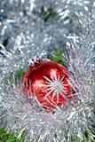 Bal rosso di Natale con le stelle Immagini Stock Libere da Diritti
