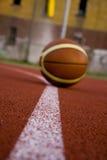 Bal in sportparket Royalty-vrije Stock Afbeelding