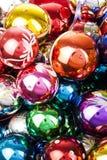 Bal van het de textuur de echte glas van de Kerstmisbal Vier Kerstmisvakantie met kleurrijke glanzende briljante Kerstmisballen K Royalty-vrije Stock Afbeeldingen
