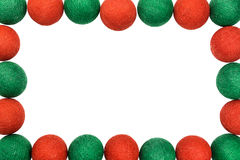 Bal van kader de rode en groene die Kerstmis op witte achtergrond wordt geïsoleerd royalty-vrije stock afbeelding
