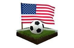 Bal voor het spelen van voetbal en nationale vlag van de V.S. op gebied met gras Royalty-vrije Stock Fotografie