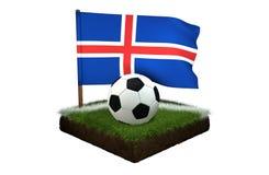 Bal voor het spelen van voetbal en nationale vlag van Eiland op gebied met gras Stock Foto's