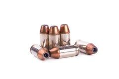 bala de 9mm para uma arma isolada no fundo branco Foto de Stock Royalty Free