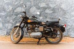 A bala real 350 de Enfield fez na Índia Foto de Stock Royalty Free