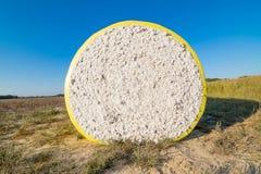 Bala redonda del algodón en otoño Imágenes de archivo libres de regalías
