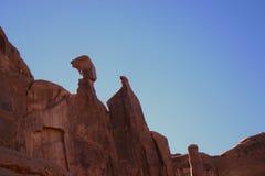 Balacing skały przy łuku parkiem narodowym Zdjęcia Royalty Free