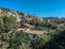 Les Baux de Provence dans les Apilles. Balade dans la nature sous ciel bleu. Weekend et vacances en Provence aux Baux de Provence dans les Alpilles stock photo