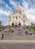 Balade de touristes dans Montmartre Photo stock