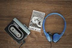 Baladeur de vintage, le cassete de prodige et écouteurs Image libre de droits
