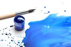 Balai avec la peinture abstraite Image libre de droits