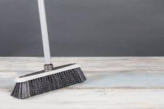 Balai en plastique Gray Background photo libre de droits