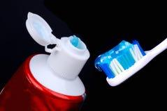 Balai et tube dentaires avec la pâte Images libres de droits