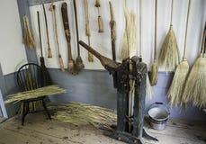 Balai faisant la boutique au musée des agriculteurs Photo stock