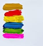 Balai multicolore de main sur le papier Images libres de droits