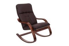 Balançar-cadeira de Brown isolada em um fundo branco foto de stock