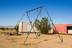 Balanço ajustado no deserto fotografia de stock