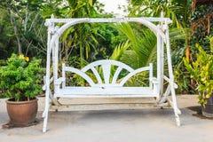 Balanço branco de madeira Fotografia de Stock Royalty Free
