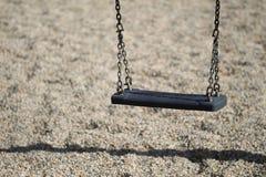 Balanço chain vazio no campo de jogos Foto de Stock Royalty Free