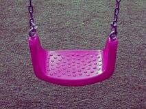 Balanço cor-de-rosa em gramas verdes Imagens de Stock