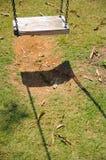 Balanço de madeira com a sombra Fotos de Stock