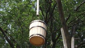 Balanço de madeira da cubeta filme