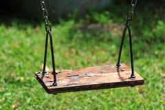 Balanço de madeira velho Fotografia de Stock