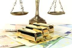 Balanço, dinheiro e ouro foto de stock