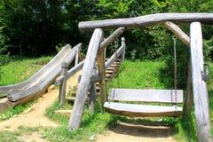 Balanço e corrediça de madeira para crianças Imagens de Stock Royalty Free