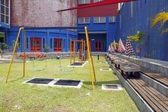 Balanço em um campo de jogos das crianças Imagem de Stock