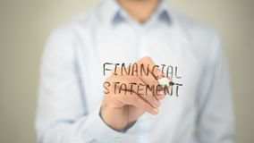 Balanço financeiro, escrita do homem na tela transparente imagens de stock