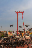 Balanço gigante ou Sao vermelho Ching Cha com a multidão do pombo, um o Fotos de Stock
