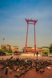 Balanço gigante ou Sao vermelho Ching Cha com a multidão do pombo, um o Imagens de Stock Royalty Free