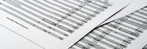 Balanço no livro de relatório do acionista, balanço explicando fotografia de stock royalty free