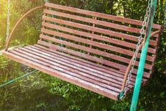 Balan?o de madeira do jardim fotos de stock royalty free