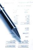 balance black financial pen sheet 免版税库存照片
